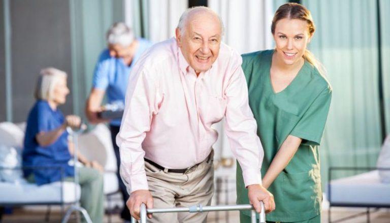 2 Criterii după care recunoști căminul de bătrâni potrivit părinților tăi